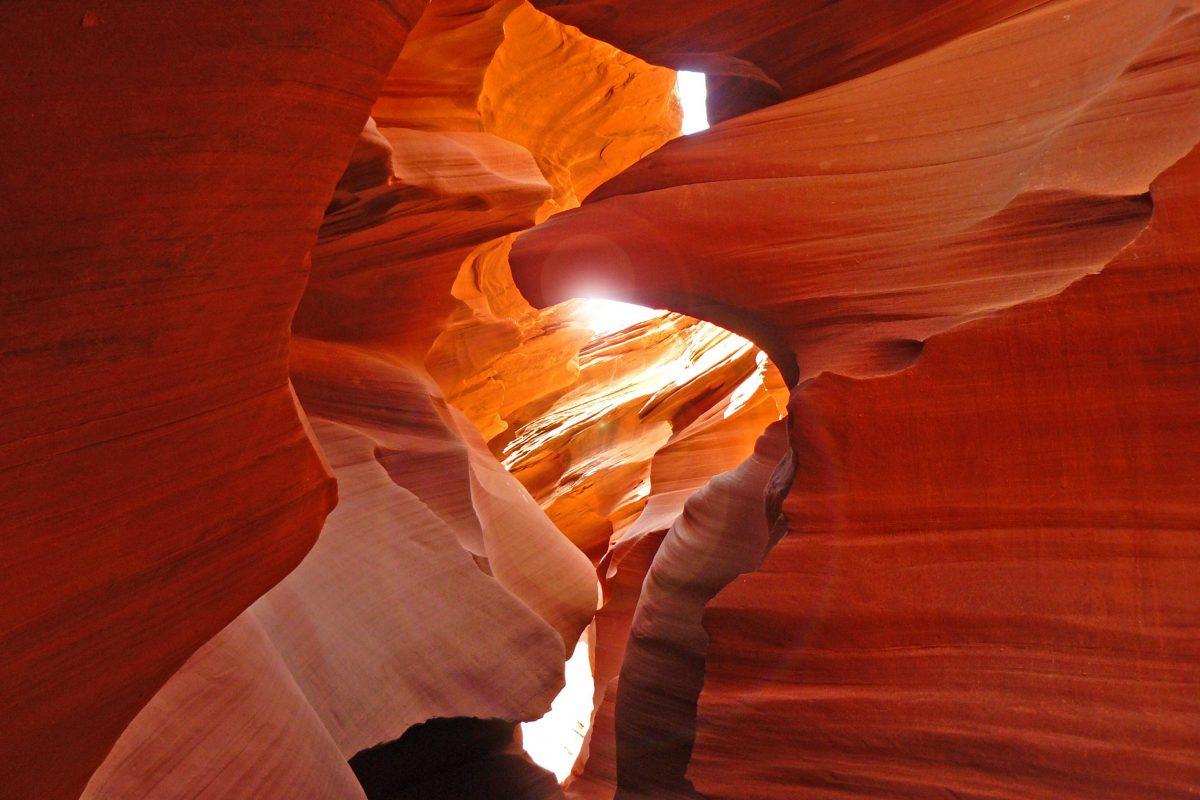 11-i-posti-più-belli-del-mondo-eagle_head_at_Lower_Antelope_Canyon