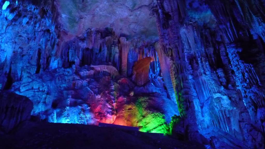 12-i-posti-più-belli-del-mondo-cina-red-flute-cave
