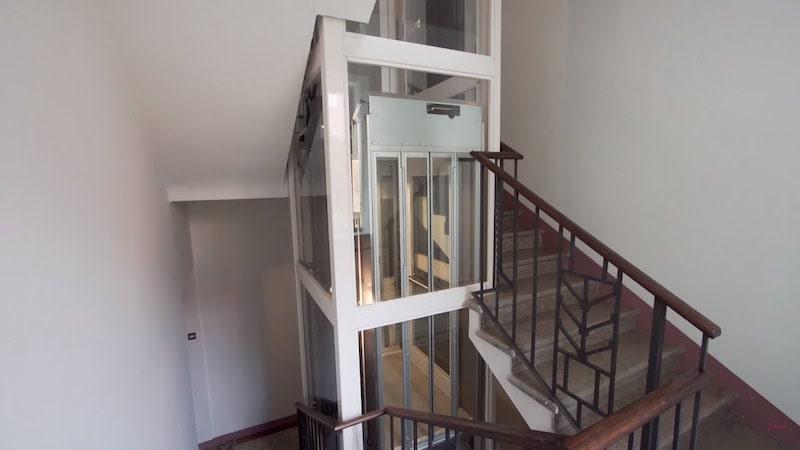 ascensore moderno casa